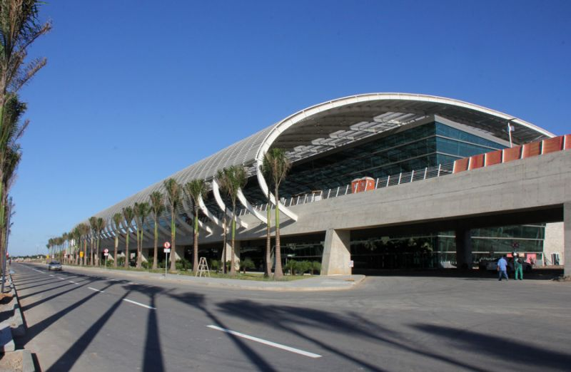 Aeroporto De Natal : Ônibus executivo é a opção mais barata para turista se
