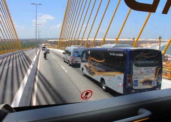 Ônibus executivo é a opção mais barata para turista se
